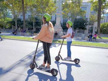 Barcelona: Sightseeing-Tour per E-Scooter