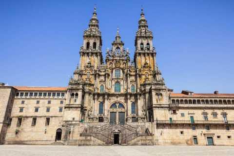 Braga/Guimarães/Oporto: Santiago de Compostela Private Tour