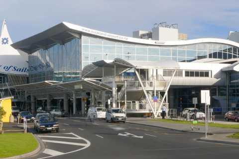 Auckland: Private Door-to-Door Transfer Service