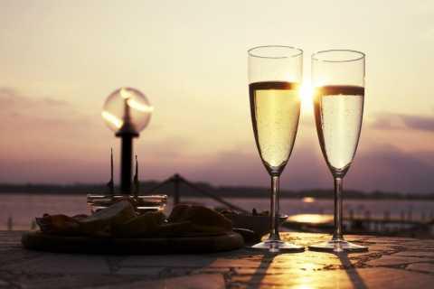 Venedig: Bootsfahrt bei Sonnenuntergang mit Glas Wein