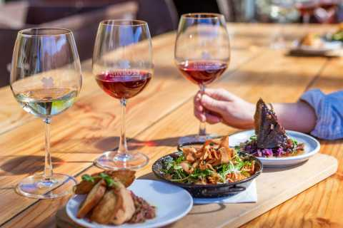 Otago Winery Tour with Gourmet Wine & Food-Paired Lunch