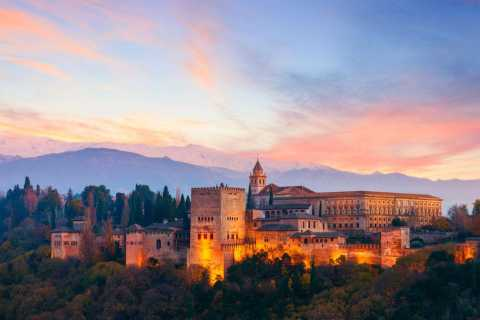 Granada: Alhambra and City Center Guided Tour with Tickets