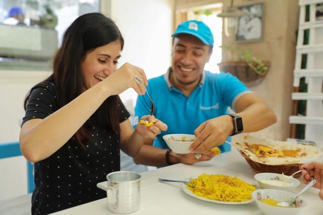 Dubai: eten proeven te voet, per metro, en in de abra
