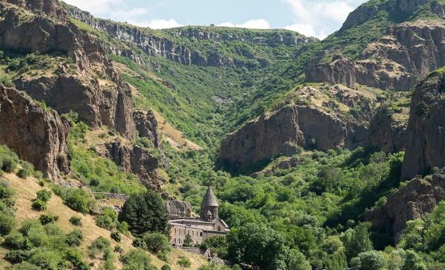 Ontdek Geghard-klooster en de Garni-tempel, reis van een halve dag
