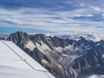 München: Privater Sightseeing-Flug Stadt & Alpen