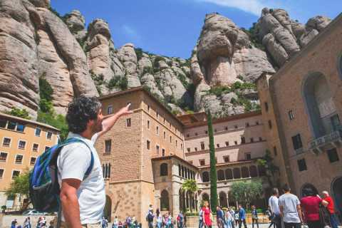 Barcelona: Montserrat Private Trip with Cable Car and Lunch