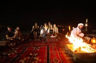 Ab Dubai: Rote Dünen & Kamelsafari mit Übernachtung im Camp