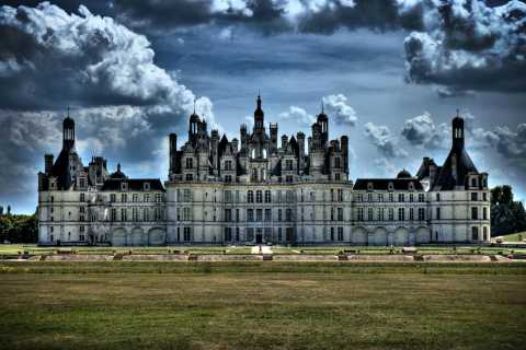 Paris: Top Loire Castles with Lunch and Wine