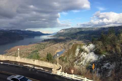 From Portland: Columbia Gorge Hike and Winery Lunch