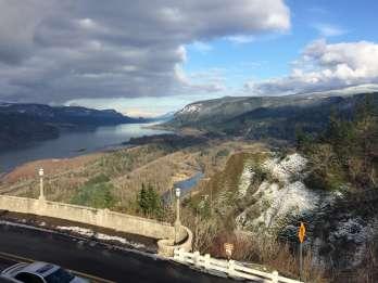 Von Portland: Columbia Gorge Hike und Weingut Mittagessen