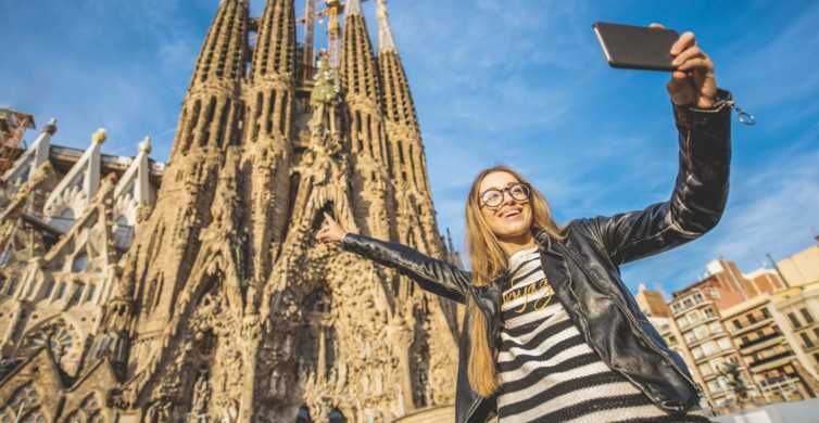 Barcelona: Gaudi Private City Tour with Sagrada Familia