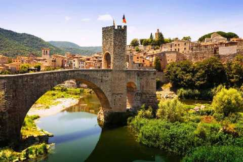 From Barcelona: Private Tour of Medieval Towns with Lunch
