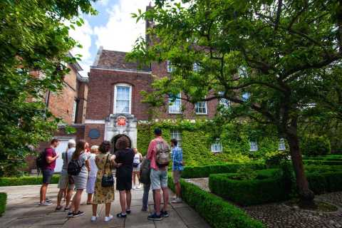 Cambridge: 2-Hour Private University Walking Tour