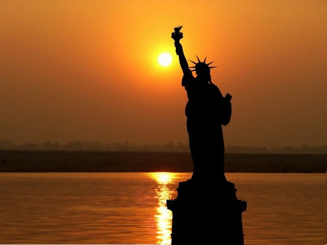 New York: Statue of Liberty and Ellis Island Sunset Cruise