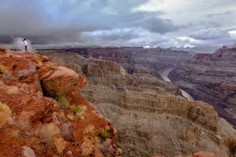 Las Vegas: Grand Canyon West Bus Tour med Hoover Dam Stop