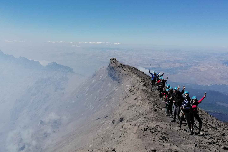 Ätna: Klettertour zu den Gipfelkratern mit Guide