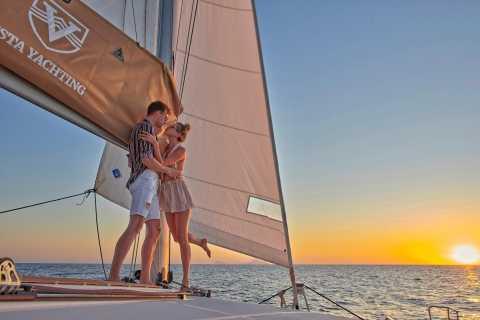 Santorini: Platinum Catamaran Cruise with Lunch and Open Bar