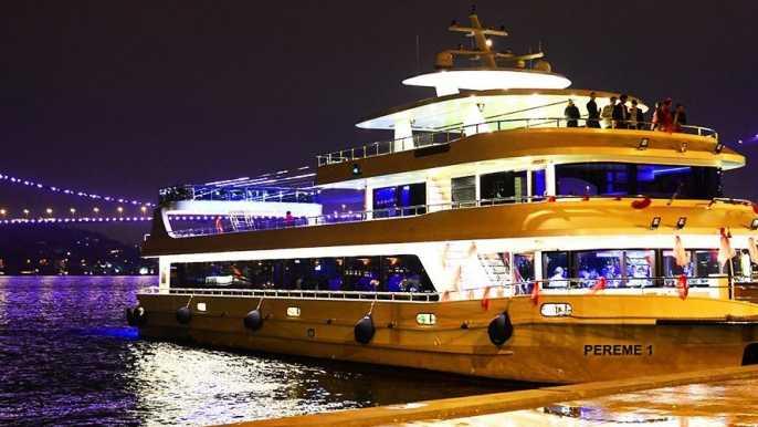 Estambul: crucero por el Bósforo con cena y diversión turca