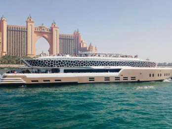 Dubai: Mega-Jachttour mit Buffet-Abendessen