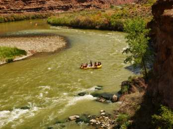 Von Moab: Canyonlands 4x4 Drive und Colorado River Rafting