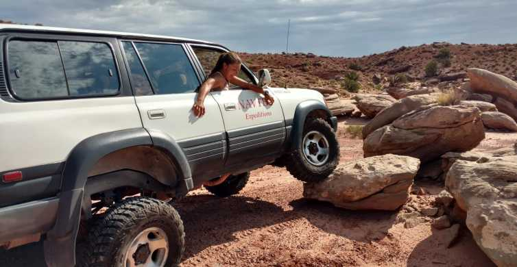 From Moab: Half-Day Arches National Park 4x4 Driving Tour