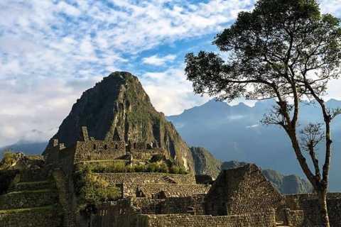 Cusco: Inca Jungle Backpacker Trek with Machu Picchu