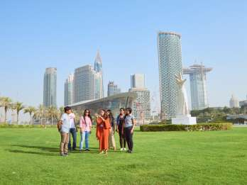 Dubai: Rundgang Burj Khalifa, Dubai Mall und Dubai Opera