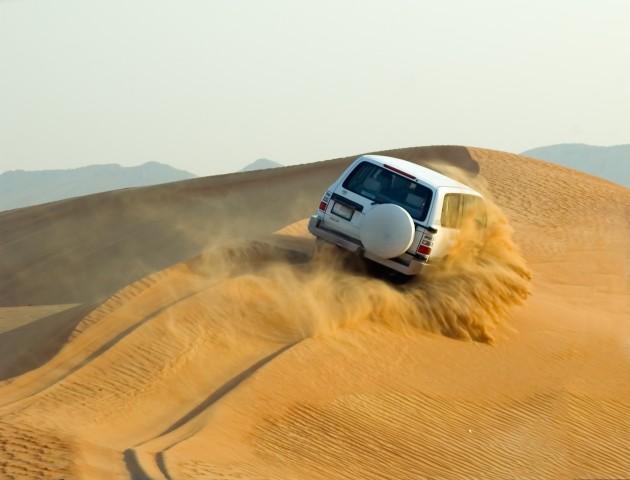 Van Muscat: North Dunes Safari en Hot Spring Visit