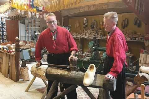 Volendam: 2-Hour Clogmaking Workshop and Cheese Tour