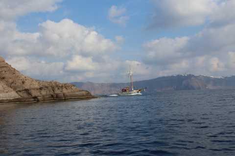 Santorini: Akrotiri Tour, Atlantis Museum and Volcano Cruise