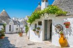 From Bari: Full-Day Tour of Alberobello and Matera