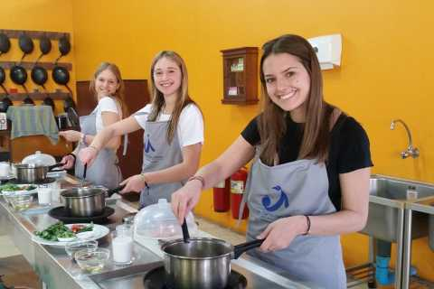 Chiang Mai: Authentic Thai Cooking Class and Market Tour