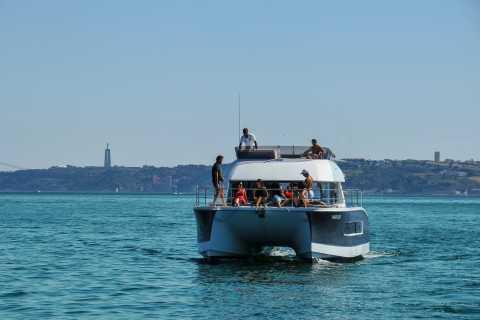 Tour privato di 2 ore a Lisbona con il catamarano Power 18 persone