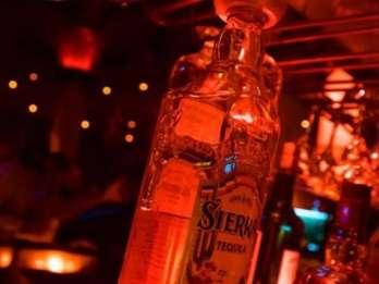 Hurghada: Little Buddha Dinner und Clubnacht mit Transfer