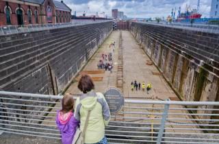 Belfast: Titanic Trail mit Eingang zum Dock der Titanic