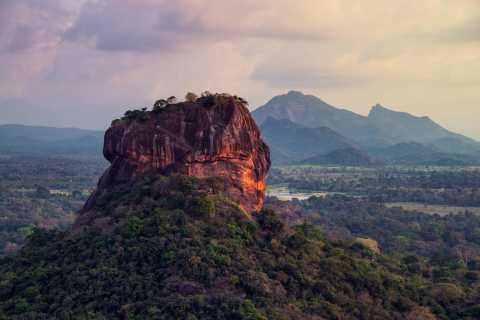 Colombo: Full-Day Sigiriya Rock and Village Tour