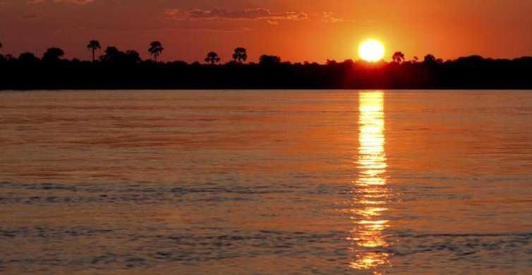 Victoria Falls: Zambezi River Sunset Cruise