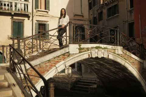 Venice: Private 2-Hour Photo Shoot with a Local Photographer
