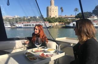 Sevilla: Exklusive Flussbootsfahrt mit Tapas