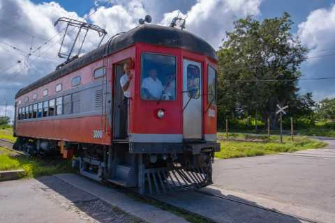 From Havana: Hershey Tour & Historic Train Party with Lunch