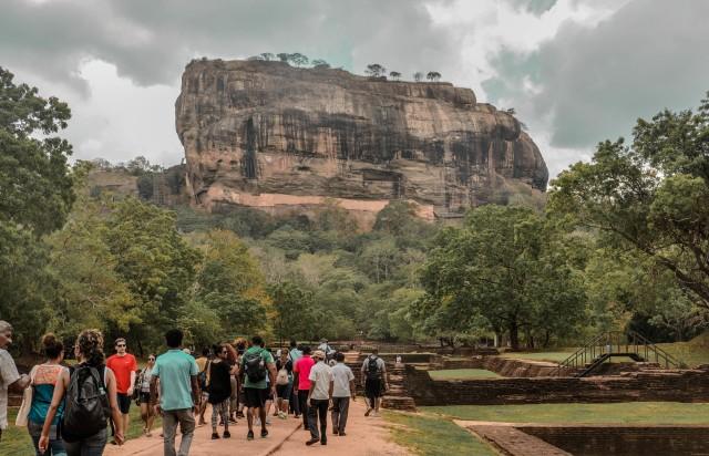 Van Dambulla: Sigiriya Rock, Village en Minneriya Tour