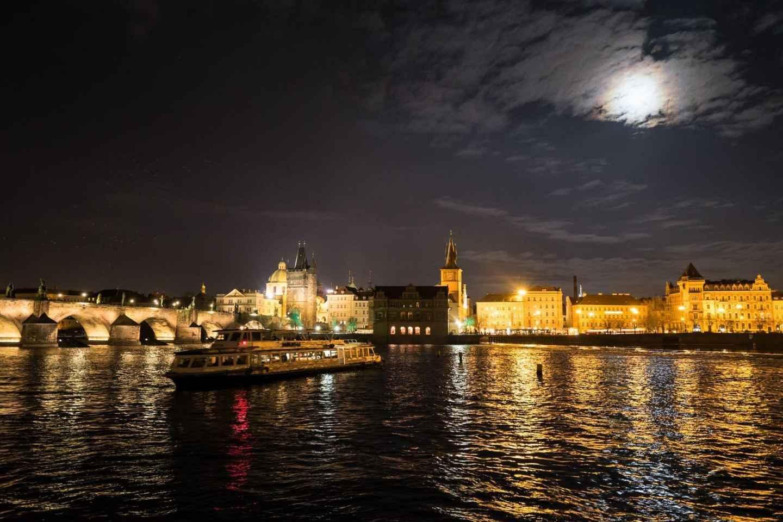 Prag: 50-minütige Sightseeing-Bootsfahrt am Abend