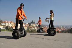 Praga: Excursão de Segway para Grupos Pequenos com Transporte Incluído de Táxi