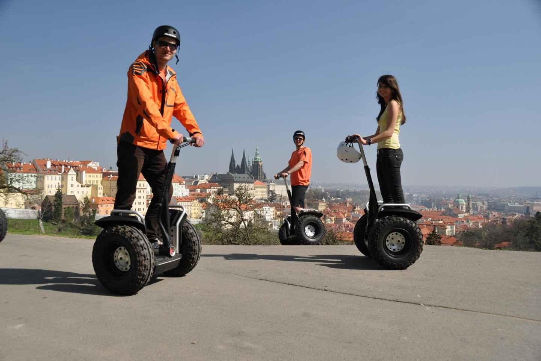 Prag: Kleingruppen-Segway-Tour mit Taxi-Transfer