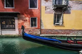 Venedig: Gruppen-Gondelfahrt bei Sonnenuntergang