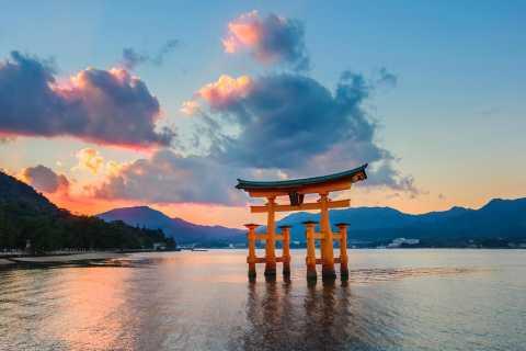 Hiroshima and Miyajima: Private Full-Day Guided Tour