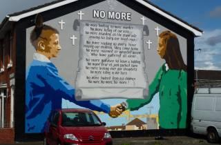 Belfast: 2,5-stündige Street Murals Tour auf Spanisch
