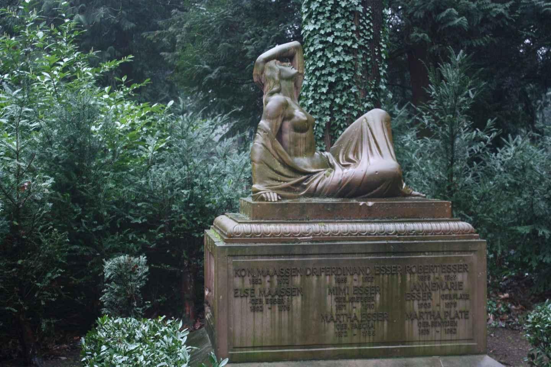Köln: Führung über den Melatenfriedhof