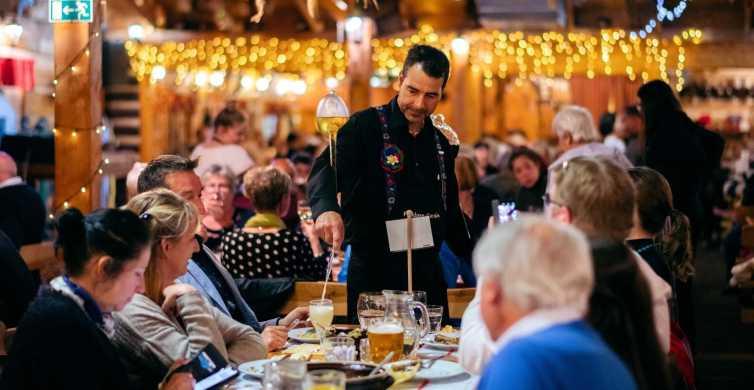 Praga: fiesta folclórica en el jardín con menú tradicional