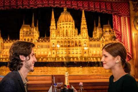 Budapest: Dinner-Bootsfahrt mit Live-Musik